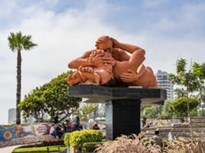 kissing sculpture Parque del Amor Lima